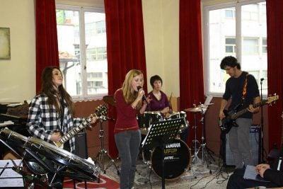 - Musica insieme 1 400x267 - CORSO DI MUSICA D'INSIEME