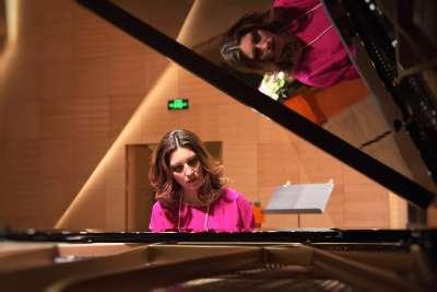 - EB0H1536 400x267 - PIANOFORTE – MARIA CLARA MEDINA