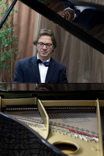- Matteo piano02 400x599 - PIANOFORTE, GIOCORCHESTRA – MATTEO DENTELLATO
